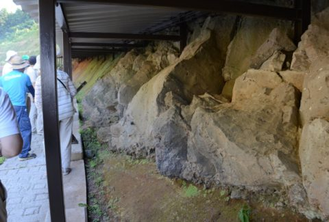 約40万年前の噴火でできた地層を観察できる「イラオ火山灰層観察施設」
