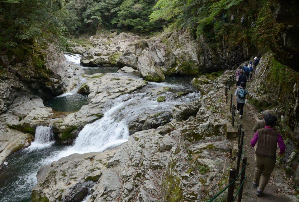 火砕流堆積物を川が削り込んでできた渓谷「長門峡」